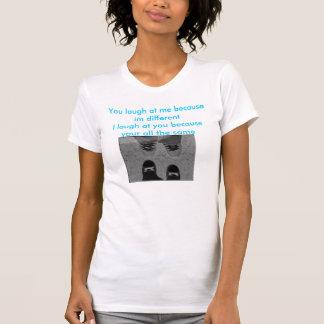Vous riez de moi parce qu'im différent le même emo tee-shirt