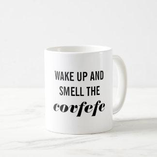 Wachen Sie auf und riechen Sie die Covfefe Tasse