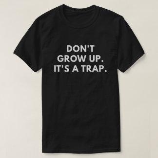 Wachsen Sie nicht auf. Es ist eine Falle T-Shirt