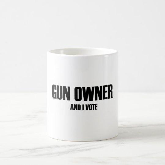 Waffenbesitzer und ich wählen kaffeetasse