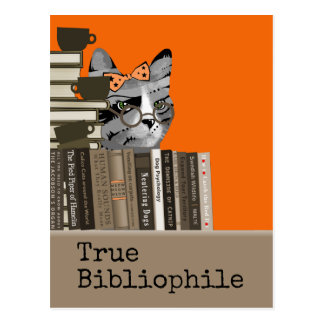 Wahrer Bibliophile - Katze mit Büchern Postkarte