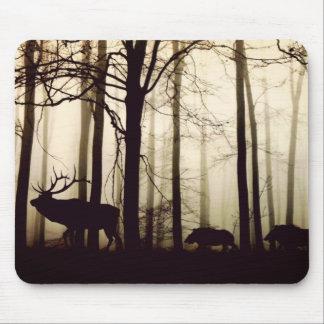 Waldtiere in einem Nebel Mauspad