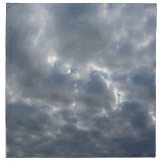 Warmer Himmel mit Riesen Cumulonimbuswolken am Serviette