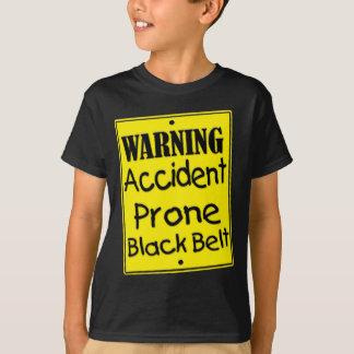 Warnender Unfall-vornübergeneigtes schwarzer T-Shirt