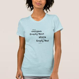Was im leeren Nest geschieht T-Shirt