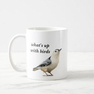 was oben mit Vögeln ist Kaffeetasse