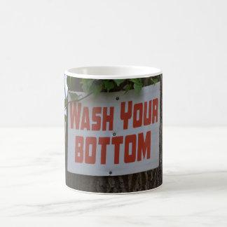Waschen Sie Ihre untere Tasse