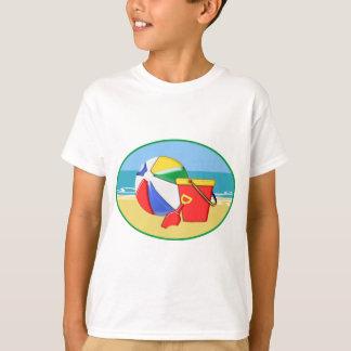 Wasserball, Eimer u. Schaufel am Ufer T-Shirt