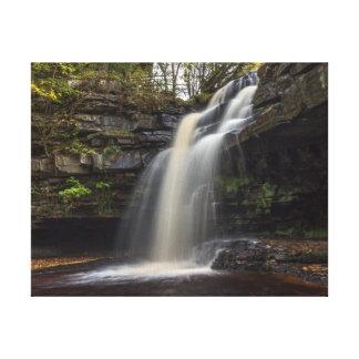 Wasserfall im Herbst Leinwanddruck