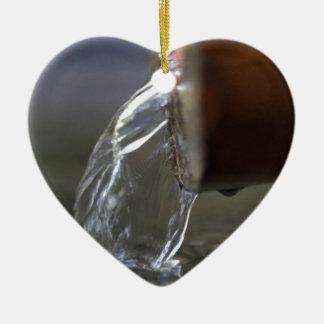 Wasserstrom auf einem Brunnen Keramik Ornament