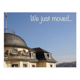 We just moved... - Wir sind umgezogen Postkarte