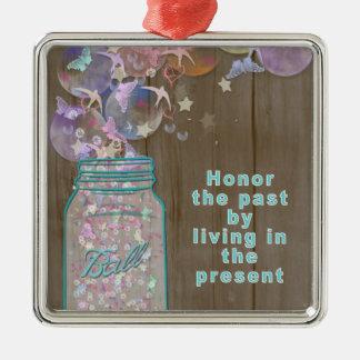 Weckglas-Ehre die Vergangenheit durch das Leben im Silbernes Ornament