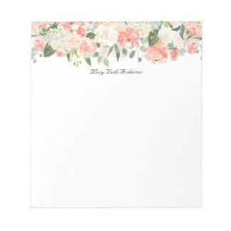 Weiblicher Pfirsich-Blumenmuster mit Ihrem Namen Notizblock