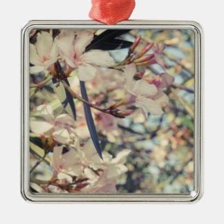 Weiche Pastellblumenniederlassungen Quadratisches Silberfarbenes Ornament