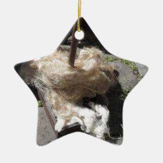 Weiche Rollen der Wollen nannten Umherziehen oder Keramik Stern-Ornament