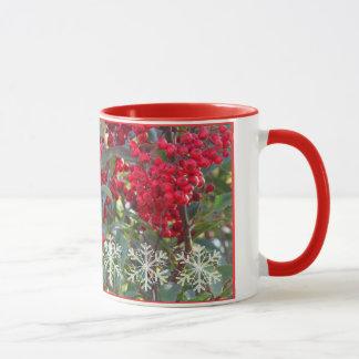 Weihnachten-Beere mit der Schneeflocke-Tasse Tasse