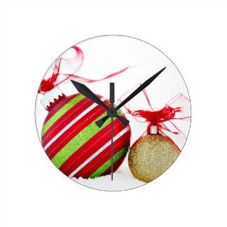 Weihnachten verziert die zeitgenössischen Bälle Runde Wanduhr
