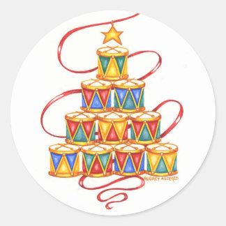Weihnachtsaufkleber-Baum der Trommeln rund Runder Aufkleber