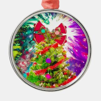 Weihnachtsbaum in den vollen Farben Rundes Silberfarbenes Ornament