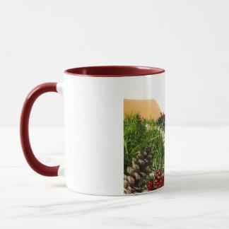 Weihnachtsfeiertags-Dekorationen im Kasten Tasse