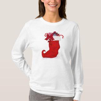 Weihnachtsfeiertags-Strumpf angefüllt mit T-Shirt