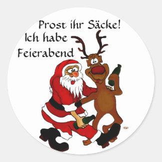 Weihnachtsmann mit Elch Runder Aufkleber