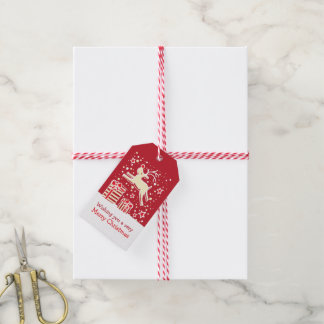 Weihnachtsren, das über Geschenkrotumbau tänzelt Geschenkanhänger