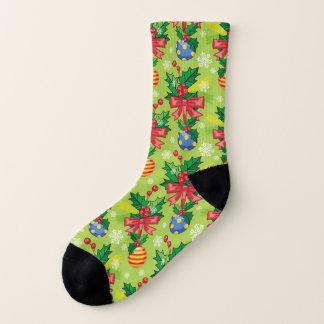 Weihnachtsstechpalme und Birnen und Bögen Socken