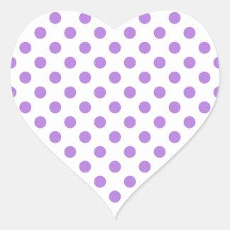 Weiß und Lavendel-Tupfen Herz-Aufkleber