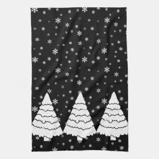 Weiße Bäume auf Schwarzem Handtuch