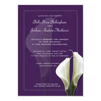 Weiße Calla-Lilien, die Einladung auf Lila Wedding