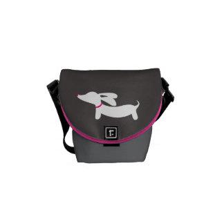 Weiße Dackel auf grauem Hintergrund Kurier Taschen