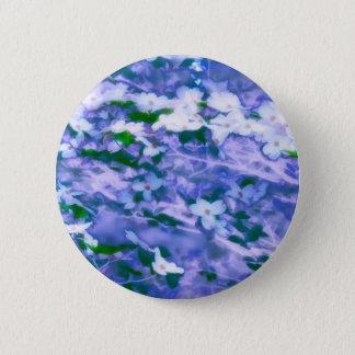 Weiße Hartriegel-Blüte im Blau Runder Button 5,7 Cm