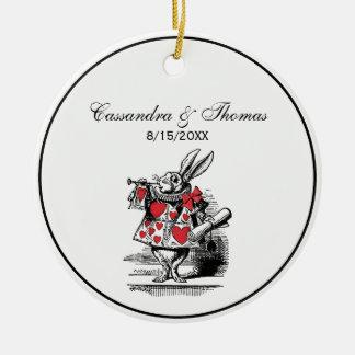 Weiße Kaninchen-Gerichttrumpeter-Alice im Keramik Ornament