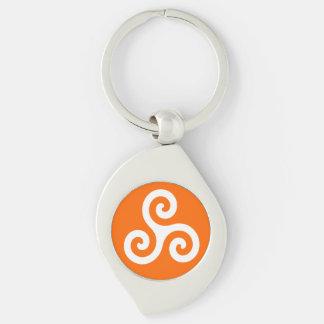 Weiße keltische Dreiergruppen-Spirale Triskele auf Schlüsselanhänger