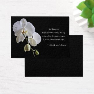 Weiße Orchidee auf schwarzer Jumbo-Visitenkarten