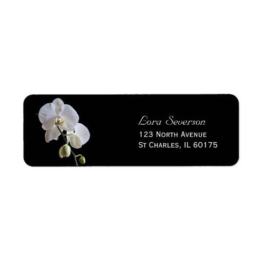 Weiße Orchideen-Blumen auf schwarzer Rücksendeetikett