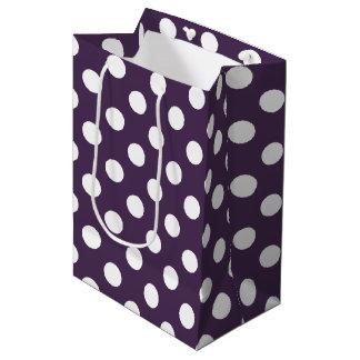 Weiße Polkapunkte auf der Pflaume lila Mittlere Geschenktüte
