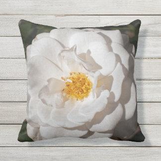 Weiße Rosethrow-Kissen im Freien Kissen Für Draußen