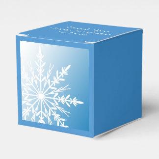 Weiße Schneeflocke auf blauer Winter-Hochzeit Geschenkschachtel