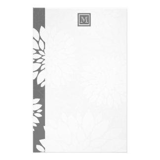 Weiße zeitgenössische Blumen personifizieren es Briefpapier