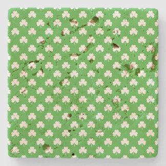 Weißer Herz-Förmiger Klee auf grünem St Patrick Steinuntersetzer