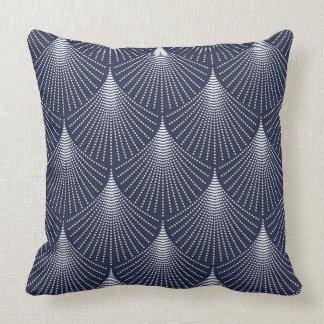 Weißer Kunst-Deko geometrisches Muster auf Blau Zierkissen