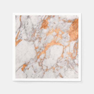 Weißer Marmor u. kupferne Papierservietten