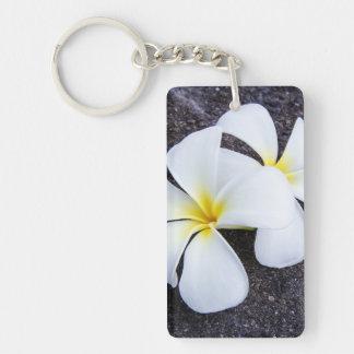 Weißer Plumeria-Blumefrangipani-Blumenlava-Felsen Einseitiger Rechteckiger Acryl Schlüsselanhänger