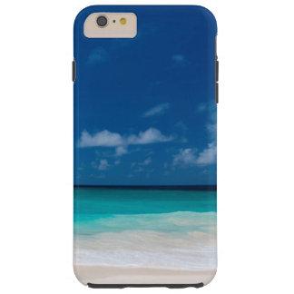 Weißer Strand, blauer Himmel und Wolken Tough iPhone 6 Plus Hülle