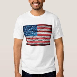 Weißer T - Shirt mit Papier-USA-Flagge