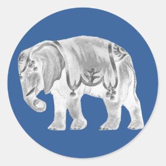 Weißer Zirkus-Elefant auf türkischem Seeblau Runder Aufkleber