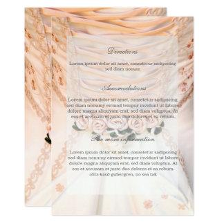 Weißes Brautkleid mit den Rosen, die Richtungen Karte