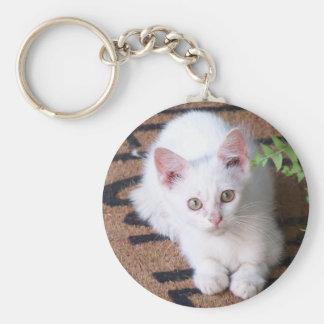 Weißes Kätzchen Standard Runder Schlüsselanhänger